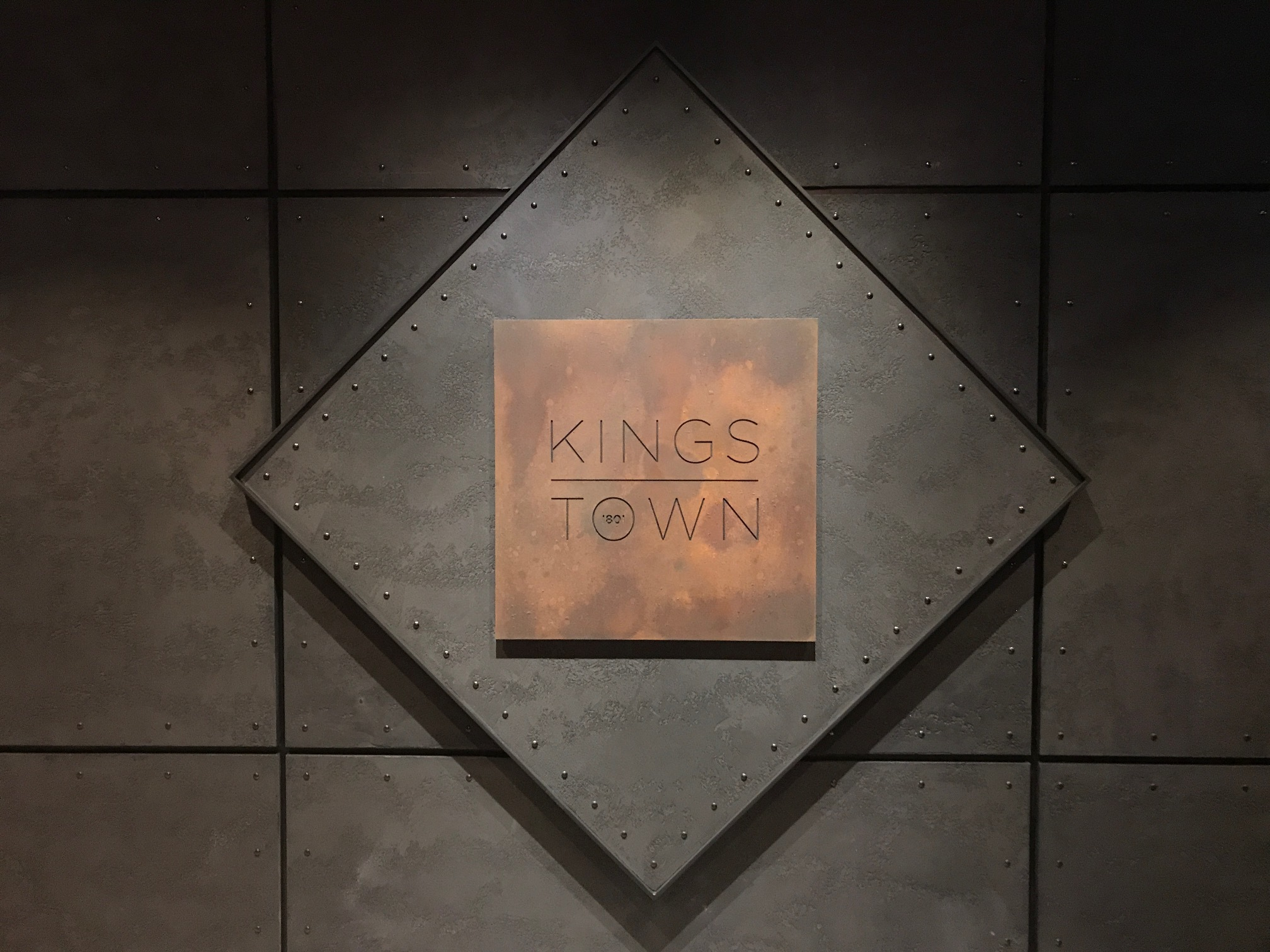 Kignstownbar Sign